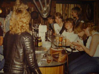 Das erste Clubhaus stand, zur Freude der Nachbarn, mitten im Unkeler Zentrum. (bis 1986)